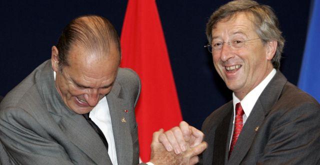 Jacques Chirac (till vänster) och Jean-Claude Juncker under en träff i Bryssel 2005. MICHEL EULER / TT NYHETSBYRÅN/ NTB Scanpix