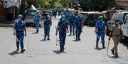 Polisen patrullerar i indiska Ahmedabad. Ajit Solanki / TT NYHETSBYRÅN