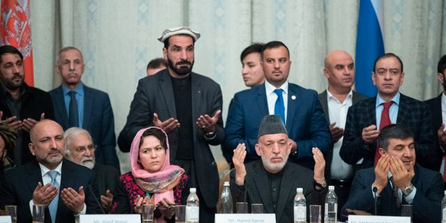 Delar av den afghanska delegationen vid en tidigare runda av samtal i Moskva i början av februari. Pavel Golovkin / TT NYHETSBYRÅN/ NTB Scanpix