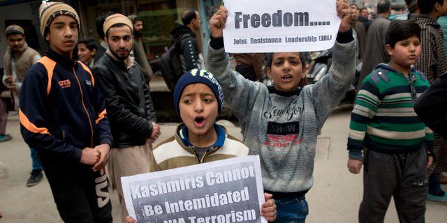Barn demonstrerar för frihet i Kashmir. Dar Yasin / TT NYHETSBYRÅN/ NTB Scanpix