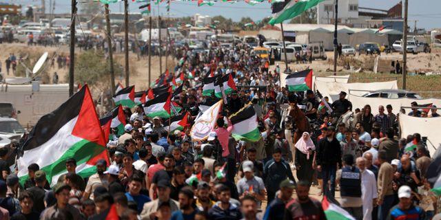 Palestinier protesterar vid gränsen till Iserael.  Muhammed Dahman / TT NYHETSBYRÅN