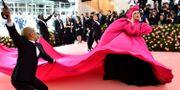 Lady Gaga i den första outfiten.   Charles Sykes / TT NYHETSBYRÅN/ NTB Scanpix