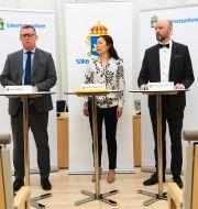 Säpos chef Klas Friberg, Ahn-Za Hagström, Kennet Alexandersson presenterar Säpos årsbok. Fredrik Sandberg/TT / TT NYHETSBYRÅN
