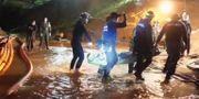 Räddningsarbetet i grottan. Sakchai Lalit / TT NYHETSBYRÅN