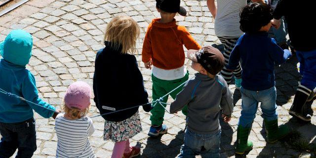 Förskolebarn på promenad/arkivbild.  Hasse Holmberg/TT / TT NYHETSBYRÅN
