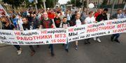 Fabriksarbetare protesterade i Minsk på fredagen. Sergei Grits / TT NYHETSBYRÅN