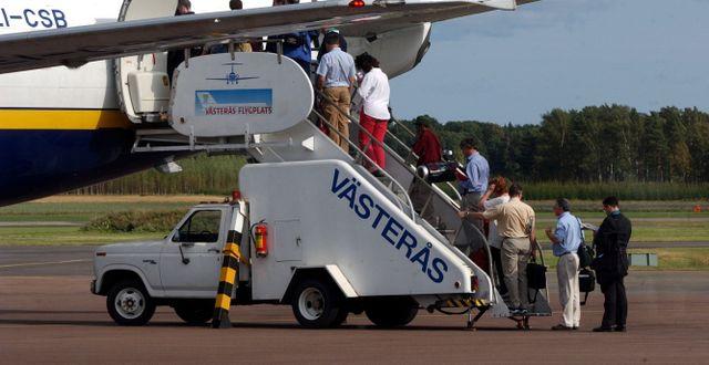 Passagerare bordar eftermiddagsflyget med Ryanair till London på Västerås flygplats.  JAN COLLSIÖÖ / TT NYHETSBYRÅN