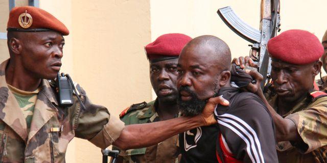Alfred Yekatom efter skottlossningen i parlamentet. GAEL GRILHOT / AFP