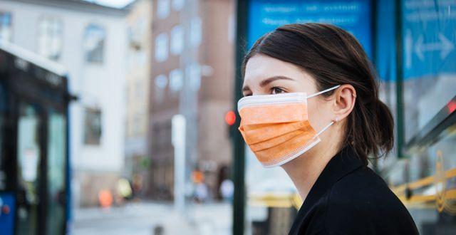 Kvinna med munskydd i Stockholm/Illustrationsbild. Erik Simander/TT / TT NYHETSBYRÅN
