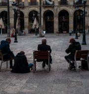 Ödsligt torg i Barcelona.  Emilio Morenatti / TT NYHETSBYRÅN
