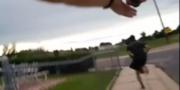 Filmen visar hur 19-åringen springer från platsen innan skottlossningen Skärmdump från polisens kamera