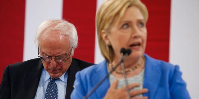 Bernie Sanders och Hillary Clinton 2017. Andrew Harnik / TT NYHETSBYRÅN