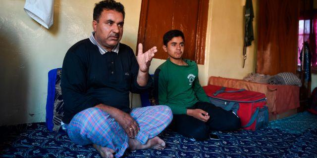 Pappan Mohammad Saleem och hans son Shayan. PUNIT PARANJPE / AFP