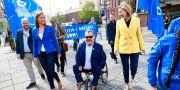 Sara Skyttedal (kommunalråd i Linköping), David Lega (kommunalråd i Göteborg) och Kristdemokraternas partiledare Ebba Busch Thor under en manifestation på Sigmatorget i Västerås. Per Groth/TT / TT NYHETSBYRÅN