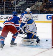 New York Rangers gör mål mot Buffalo Sabres. BRUCE BENNETT / BILDBYRÅN