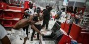 Demonstranter har vandaliserat varuhuset Target.  Richard Tsong-Taatarii / TT NYHETSBYRÅN