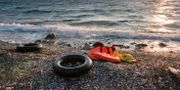 Flytväst på stranden.  Malin Hoelstad/SvD/TT / TT NYHETSBYRÅN