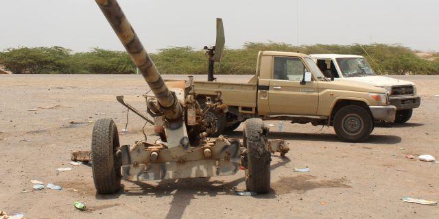 Artilleri som lämnats kvar av Houthirebellerna utanför staden. SALEH AL-OBEIDI / AFP