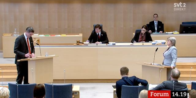 Oscar Sjöstedt och Ulla Andersson i debatt. SVT