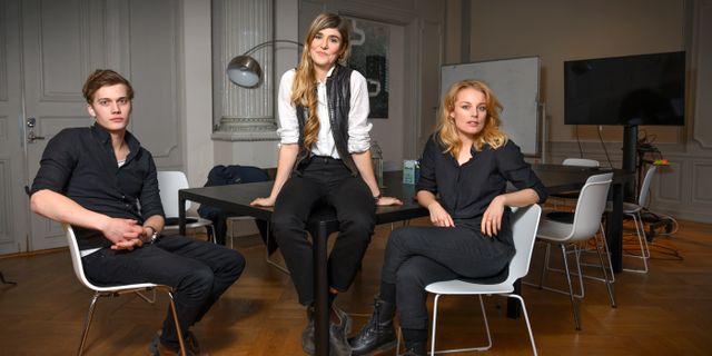 """Lisa Langseth (mitten) regisserar """"Kärlek och anarki"""", med Björn Mosten och Ida Engvoll. Anders Wiklund/TT / TT NYHETSBYRÅN"""