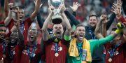 Liverpool firar vinsten. Thanassis Stavrakis / TT NYHETSBYRÅN/ NTB Scanpix