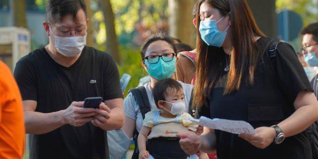 Hongkongbor med munskydd.  Vincent Yu / TT NYHETSBYRÅN