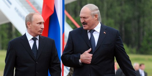 Vladimir Putin och Aleksandr Lukasjenko.  Viktor Drachev / AP POOL