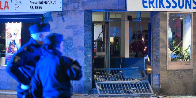 En kraftig explosion förstörde vid midnatt natten till onsdagen entrén till en lokal på Nobeltorget/Nobelvägen i centrala Malmö. Johan Nilsson/TT / TT NYHETSBYRÅN