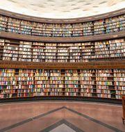 Interiör från stadsbiblioteket in Stockholm av arkitekt Gunnar Asplund. Shutterstock.