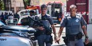 Poliser utanför skolan NELSON ALMEIDA / AFP