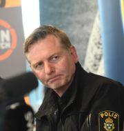 Fredrik Gårdare, längs till vänster, under en presskonferens om matchfixningsförsöket mellan IFK Göteborg och AIK 2017. Fredrik Sandberg/TT / TT NYHETSBYRÅN