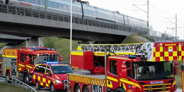Tåget fastnade på en bro nära Hyllie. Johan Nilsson/TT / TT NYHETSBYRÅN