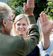 Statsminister Stefan Löfven (S) och finansminister Magdalena Andersson (S) spelar boule under ett besök hos PRO i Handen. Arkivbild. Lars Pehrson/SvD/TT / TT NYHETSBYRÅN