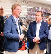 Arkivbild. Gekås vd Boris Lennerhov i samtal med statsminister Stefan Löfven, S, i somras.  Jonas Lindstedt/TT / TT NYHETSBYRÅN