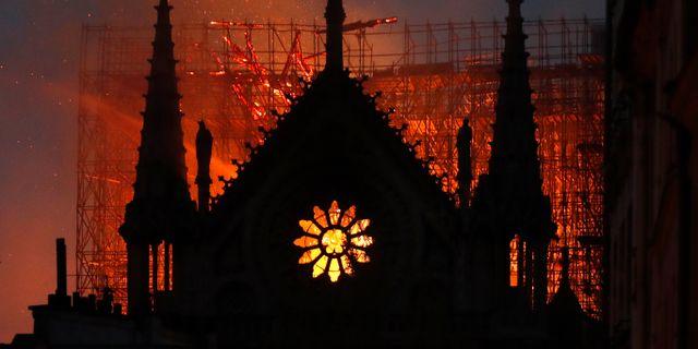 Notre-Dame i lågor. Thibault Camus / TT NYHETSBYRÅN