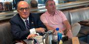 Rudy Giuliani och Lev Parnas den 20 september. Aram Roston / TT NYHETSBYRÅN