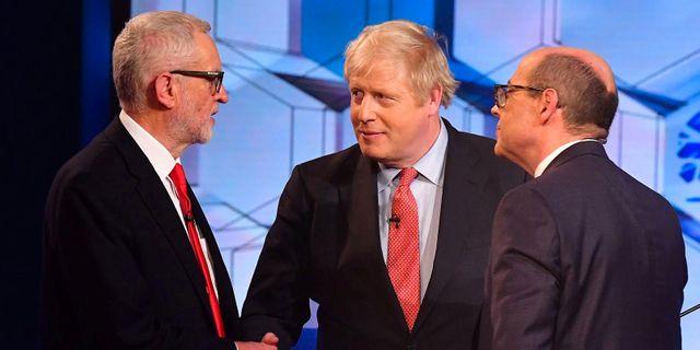 Jeremy Corbyn och Boris Johnson under fredagens BBC-debatt. JEFF OVERS/BBC / TT NYHETSBYRÅN