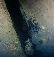 Bild ur ny dokumentärserie på ett hål i skrovet på Estonia, som sjönk 1994. Hålet är enligt uppgifterna i dokumentärserien fyra meter högt och har tidigare delvis ha legat dolt mot sjöbottnen. DPLAY/TT / TT NYHETSBYRÅN