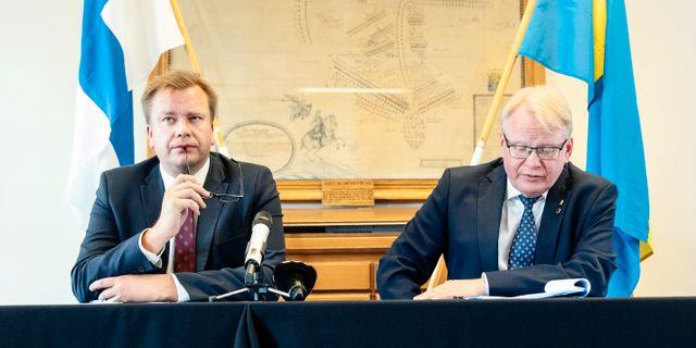 Försvarsminister Peter Hultqvist (S) tog emot Finlands försvarsminister Antti Kaikkonen den 1 juli. Emma-Sofia Olsson/SvD/TT / TT NYHETSBYRÅN