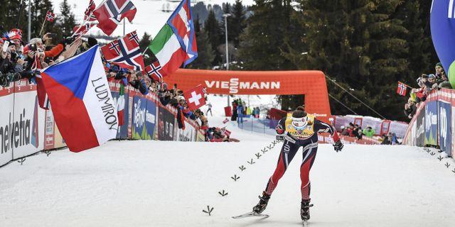 Heidi Weng vid målgången i den avlutande tävlingen i Tour de Ski. ANDREAS SOLARO / AFP