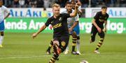 AIK:s Sebastian Larsson gör 3-0 på straff under onsdagens match mot Ararat-Armenia. Stina Stjernkvist/TT / TT NYHETSBYRÅN