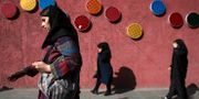 Kvinnor i Irans huvudstad Teheran, arkivbild. Vahid Salemi / TT / NTB Scanpix