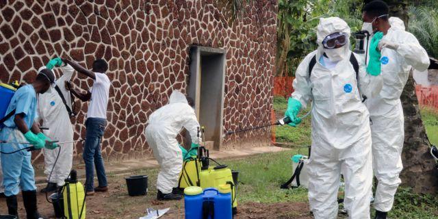 Vårdpersonal förbereder för sanering av ebolavirus i Mbandaka. Arkivbild. John Bompengo / TT NYHETSBYRÅN