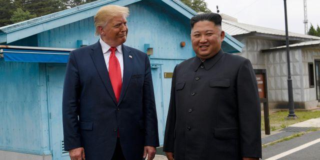 Donald Trump och Kim Jong-Un under ett möte i den avmilitariserade zonen mellan Nord- och Sydkorea i juni. Susan Walsh / TT NYHETSBYRÅN