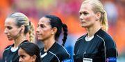 Bibiana Steinhaus till höger kommer att döma i sommarens VM.  CARL SANDIN / BILDBYR N