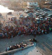 Människor köar för att kunna lämna staden Marsh Harbour på ön Great Abaco Gonzalo Gaudenzi / TT NYHETSBYRÅN