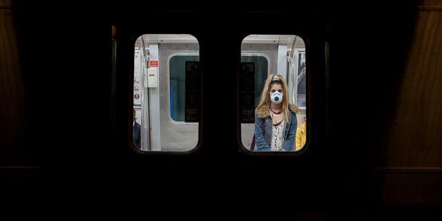 Kvinna på tåg i Istanbul.  Emrah Gurel / TT NYHETSBYRÅN