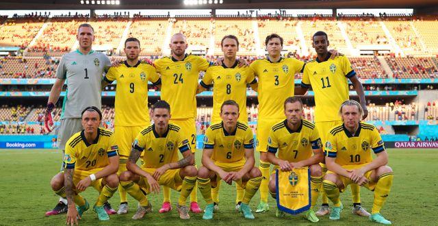 Sverige ser ut att starta matchen på samma sätt som mot Spanien.  FRAN SANTIAGO - UEFA / BILDBYRÅN