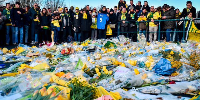 Supporters sörjer fotbollsspelaren Emiliano Sala. Arkivbild. LOIC VENANCE / AFP