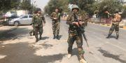 Säkerhetsstyrkor i närheten av detonationsplatsen.  OMAR SOBHANI / TT NYHETSBYRÅN